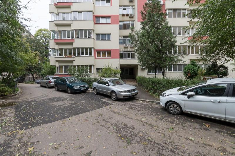 Vanzare apartament Kiseleff vedere in parc