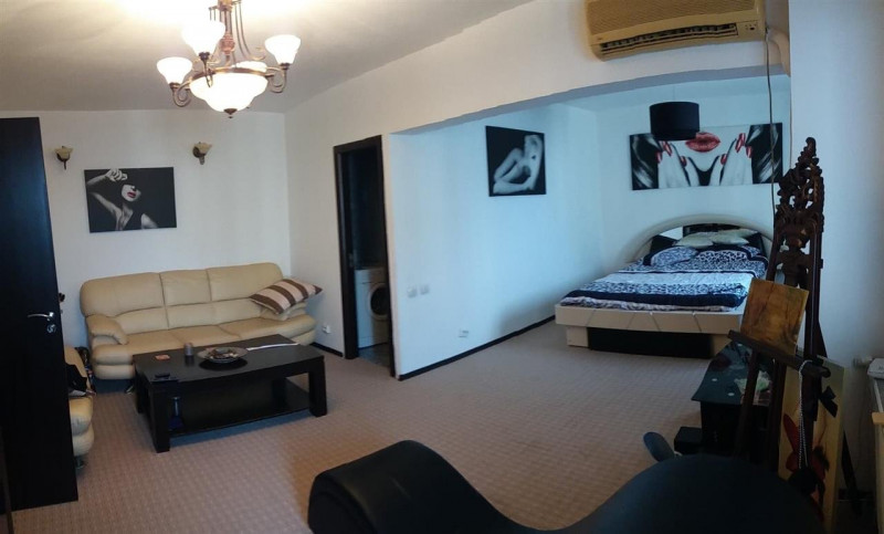Vanzare apartament 4 camere transformat in 3 camere