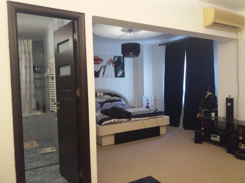 Apartament 4 camere transformat in 3 camere