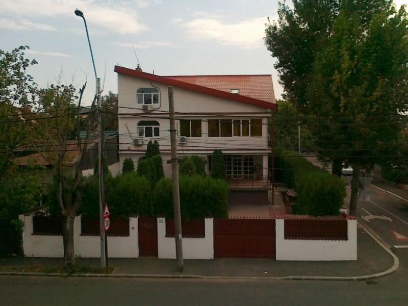 Inchiriez vila spatioasa s+p+e+m, zona Damaroaia, Petrom City