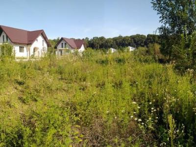 Teren situat in intravilanul Comunei Ciolpani sat Izvorani