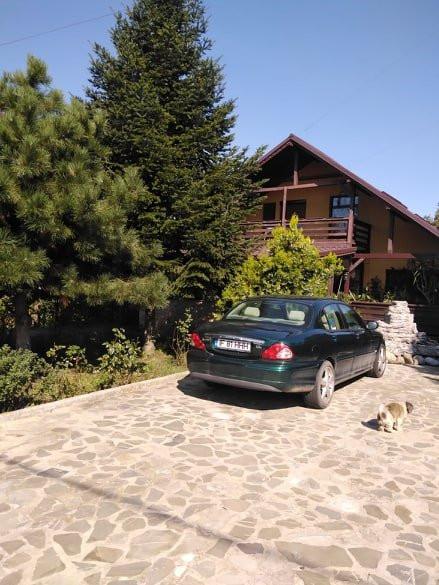 Casa cu destinație rezidențială în Izvorani