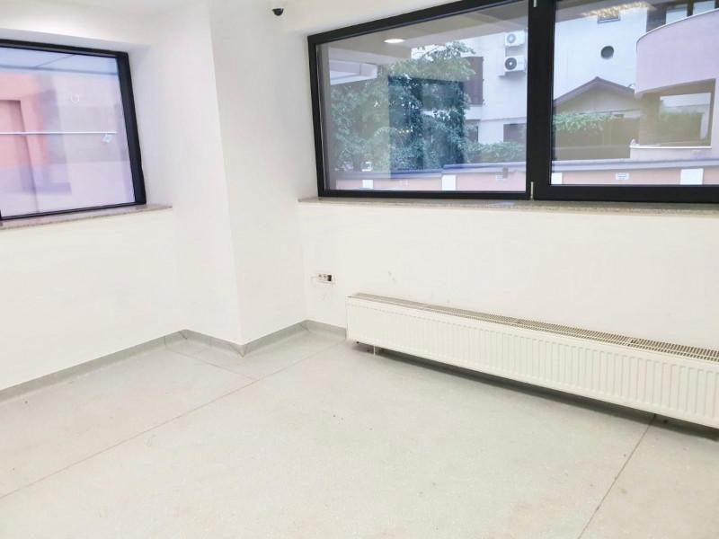 Inchiriere etaj in cladire de birouri clasa A , zona metrou Bazilescu