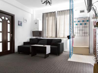 Apartament de 3 camere cu curte proprie