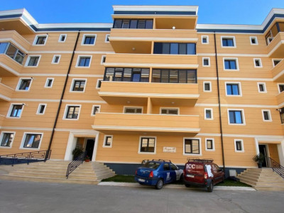 Tomis Plus  - Apartament cu 3 camere situat la etajul 3 cu lift.