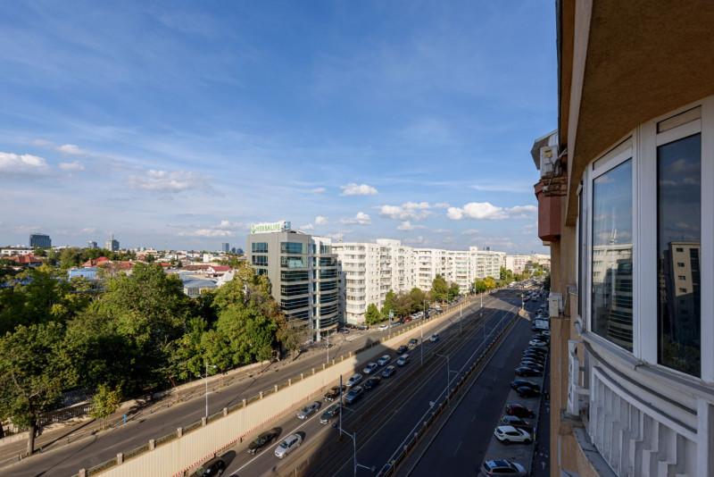Apartament de 3 camere cu o vedere spectaculoasa asupra Pietei Victoria!